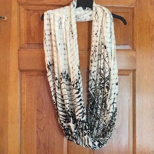 Urban Outfitters pretty black & cream scarf